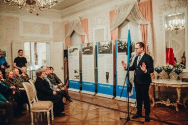 Linnamuuseumis on taas avatud Tartu rahu 100. aastapäeva näitus